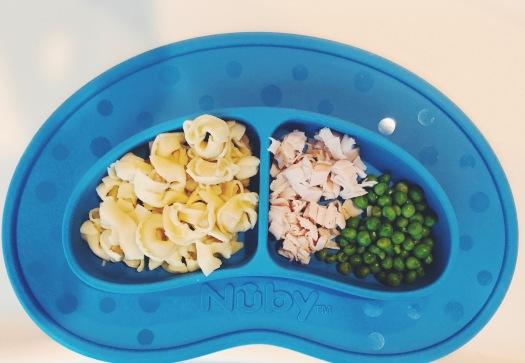 baby-finger-food-pasta-meat-peas