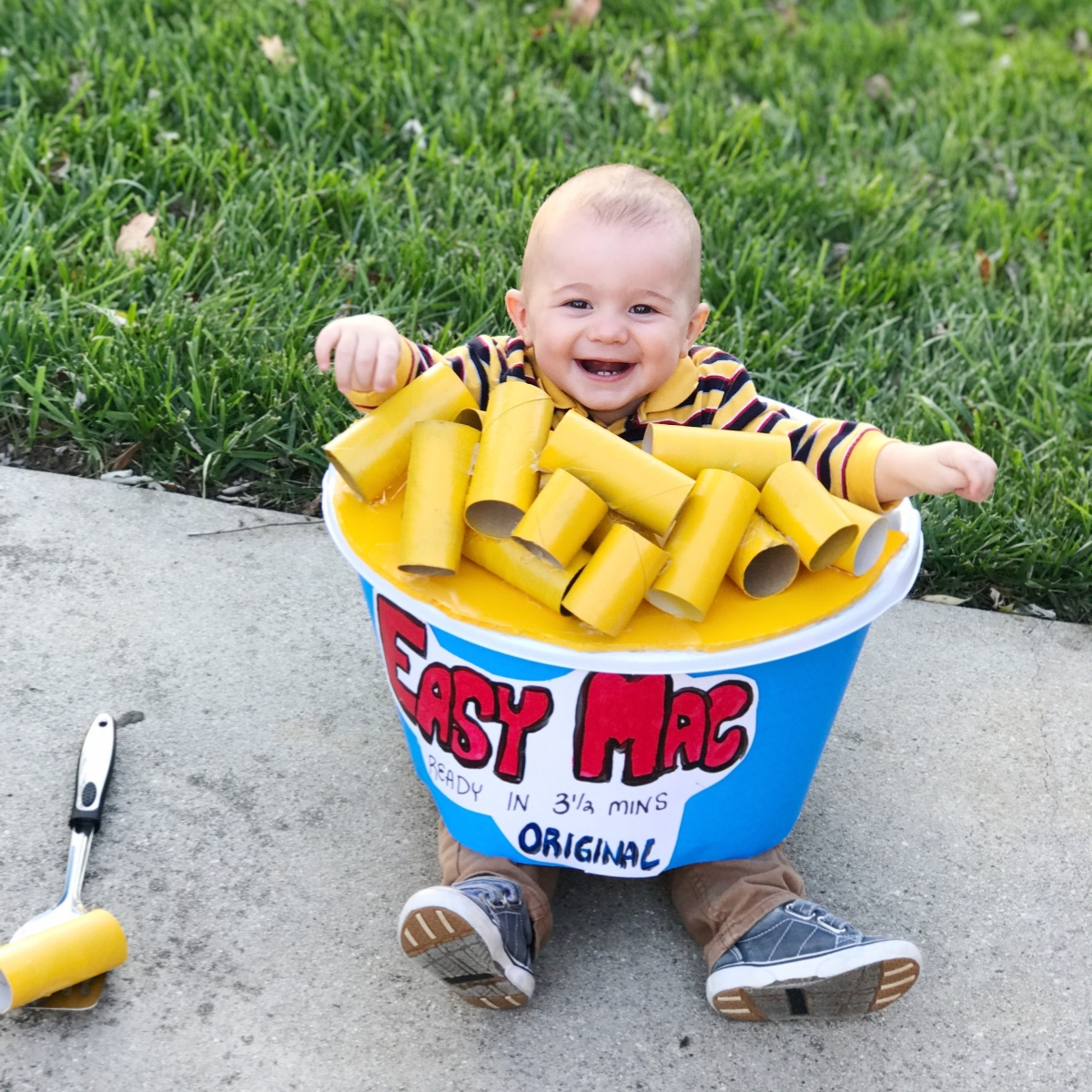 Easy Mac 'N Cheese DIY Halloween Costume